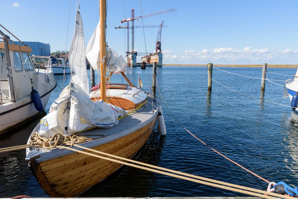 Ein Holzboot passt gut zur traditionsreichen Stadt der Marstal-Schoner