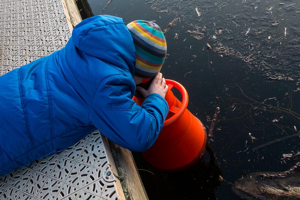 Mit dem Sehrohr unters Eis schauen