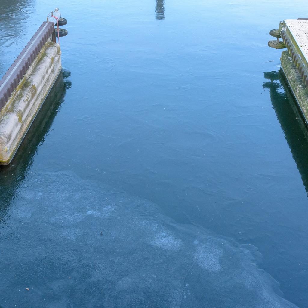 zugefrorene Box Steganlage Kemnader See