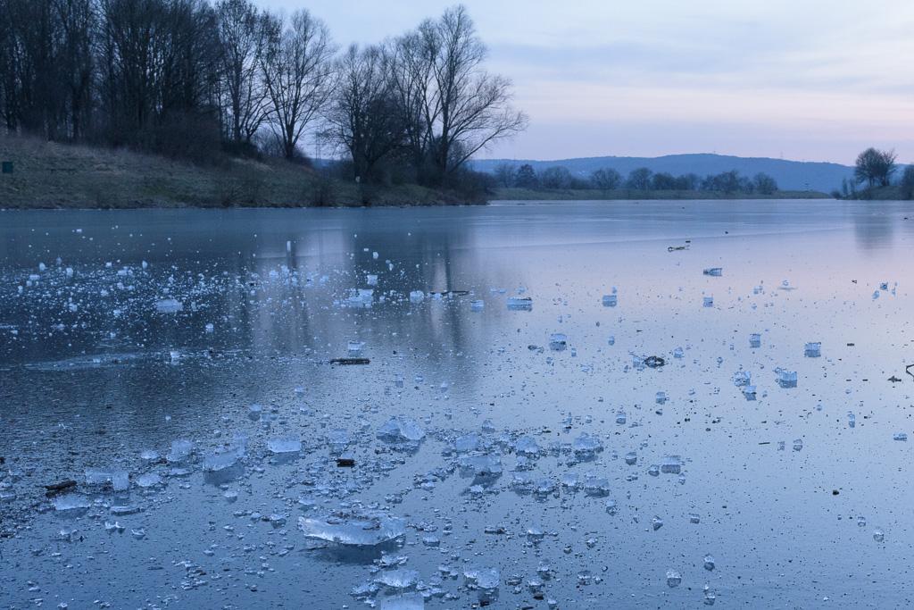 gefrorener Kemnader See